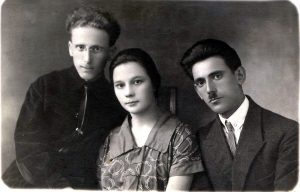Left to right: Srul (Israel) and Esther Shmunis, Leib Averbukh. Belaya Tserkov. Year 1925.