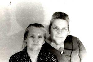 Tsiporah Gnoyenskaya, Esther Shmunis. Kiev. Year 1970.