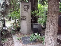 Ilya Ehrenburg's gravesite. Picture on the stone by Pablo Picasso. Photo from: https://en.wikipedia.org/wiki/Ilya_Ehrenburg