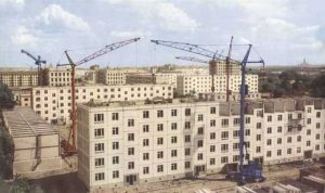 Construction of Khrushchevky. Photo from: http://www.altayrealt.ru/articles/431578-khrushchevka-trushchoby-ili-simvol-sssr.html