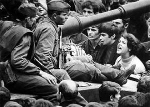 Prague Spring of 1968. Czech citizens argue with the soldiers of the occupying Soviet Army. Photo from: http://drugoi.livejournal.com/2467088.html