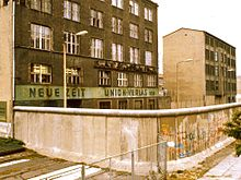 Berlin Wall in 1984. The smooth pipe on top made it more difficult to scale. Photo from: https://en.wikipedia.org/wiki/Berlin_Wall