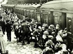 Evacuation of the civilians during the Great Patriotic War. 1941. Photo from: http://sensusware.ru/evakuatciya_IZ_O_.html