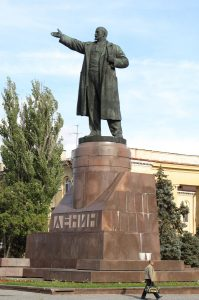 The gigantic Lenin in Stalingrad. Photo from: http://thewanderingscot.com/statues/lenins/midis/Lenin.Statue.Volgograd.jpg
